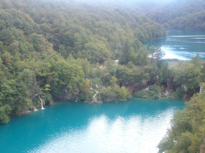 waterfalls-into-lake