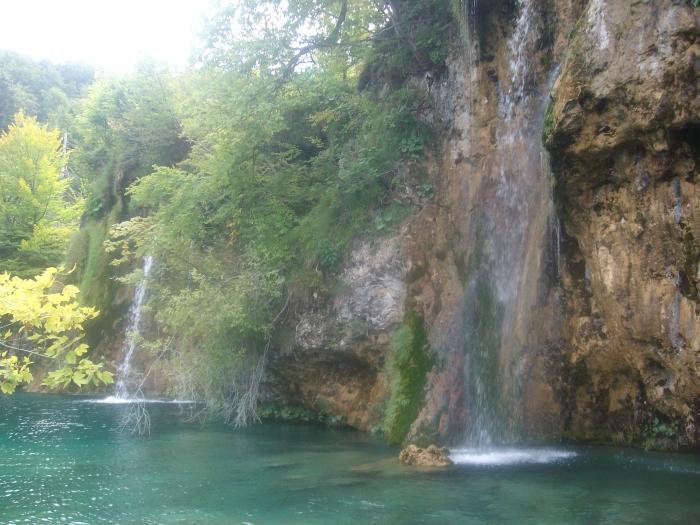 20-huge-waterfall.JPG