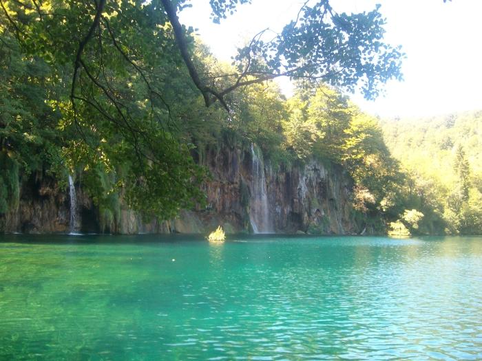 60-blue-water-waterfall.JPG